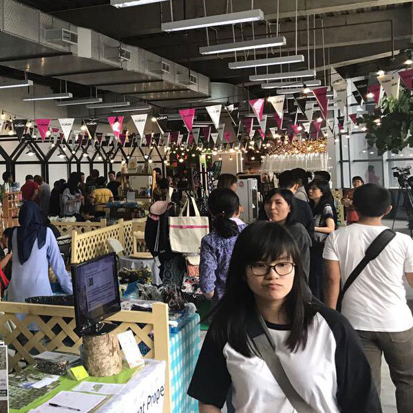 weekend organic market event in lippo mall puri st. moritz