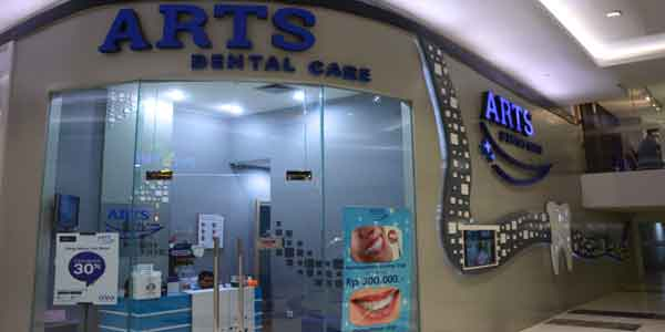 Arts Dental Care shop front in lippo mall puri st. moritz