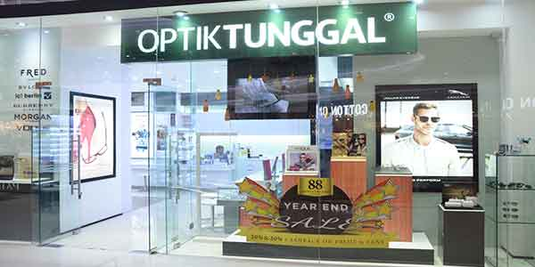 Optik Tunggal shop front in lippo mall puri st. moritz