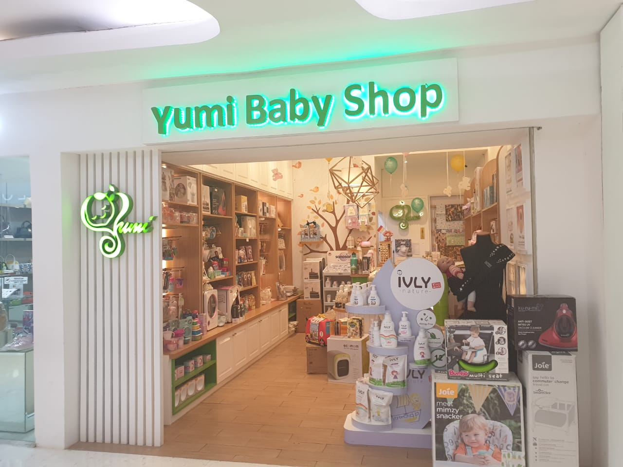 Yumi Baby Shop shop front in lippo mall puri st. moritz