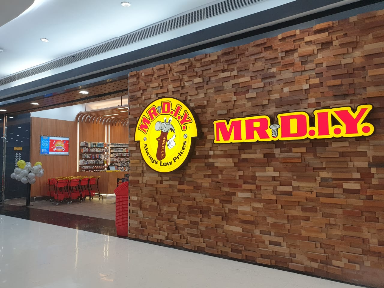 Mr DIY shop front in lippo mall puri st. moritz