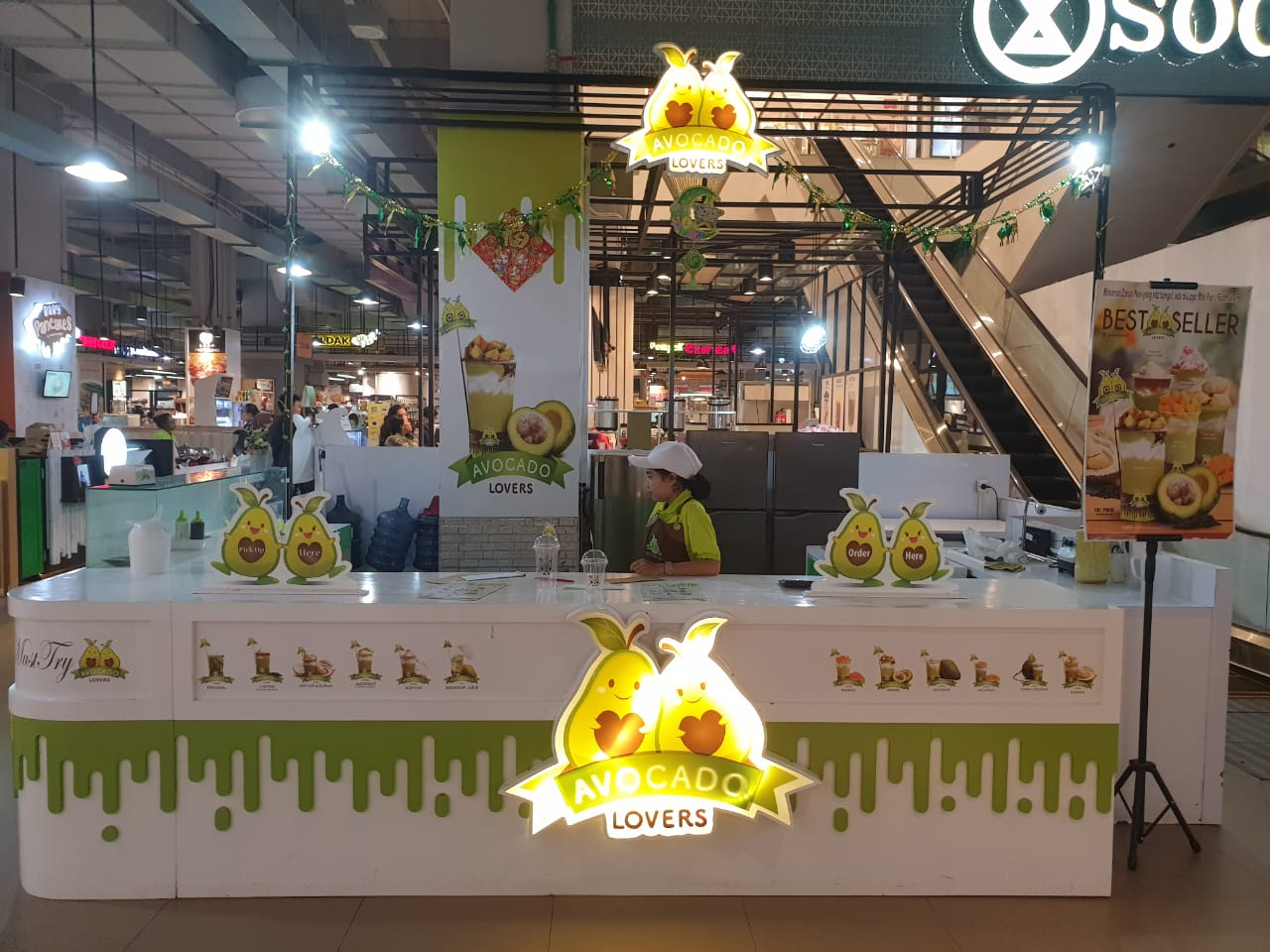 Avocado Lovers shop front in lippo mall puri st. moritz