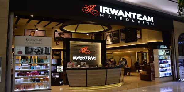 Irwan Team shop front in lippo mall puri st. moritz